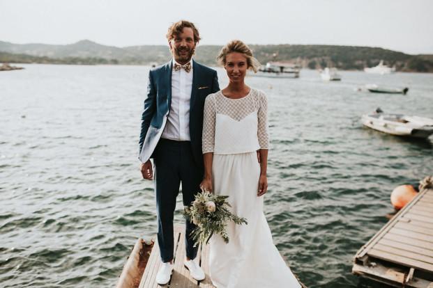 Un mariage au bord de la mer sur une plage de Corse - A découvrir sur le blog mariage www.lamarieeauxpiedsnus.com - Photos : Yoris Photographe