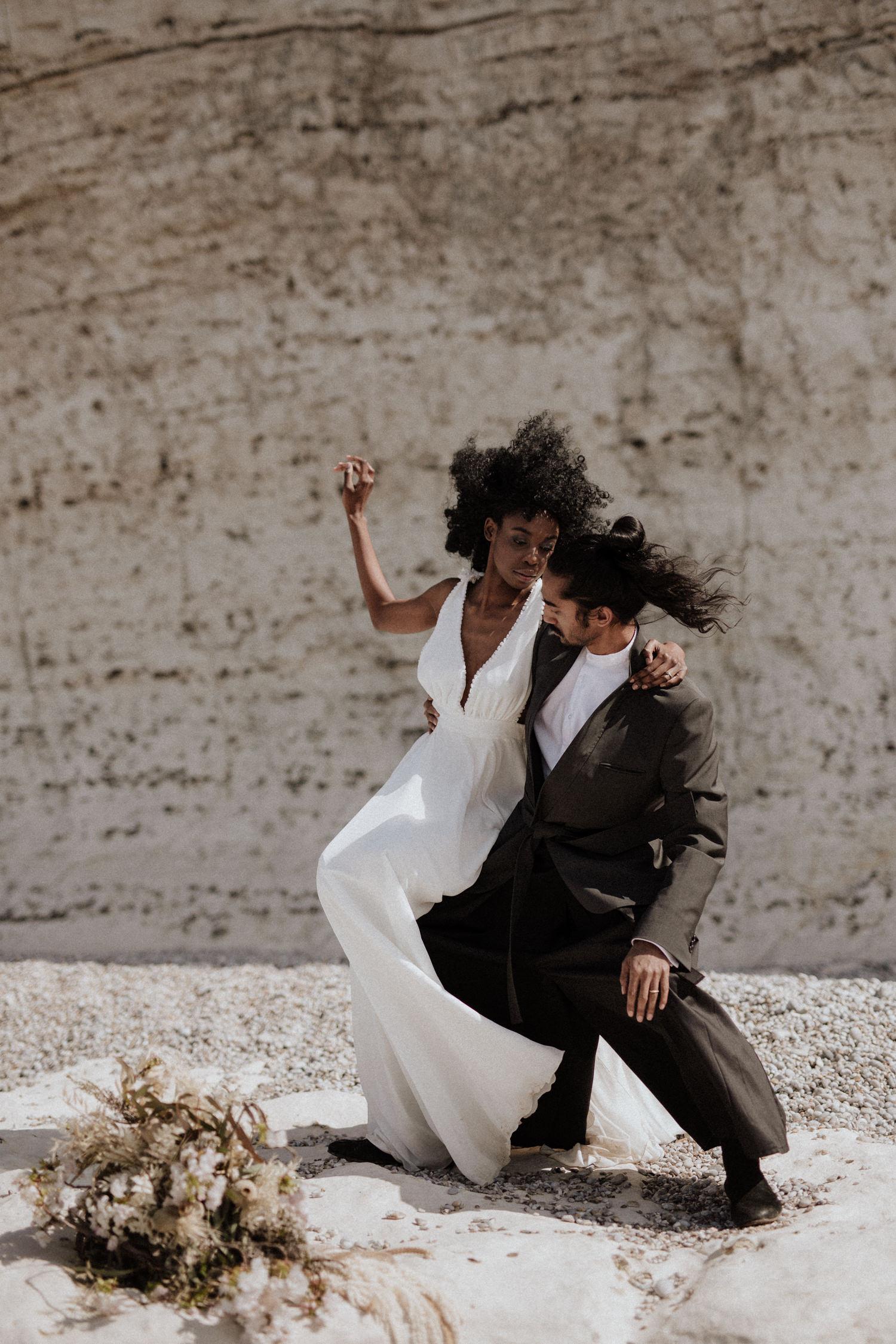 Lika Banshoya - Photographe de mariage - La mariée aux pieds nus