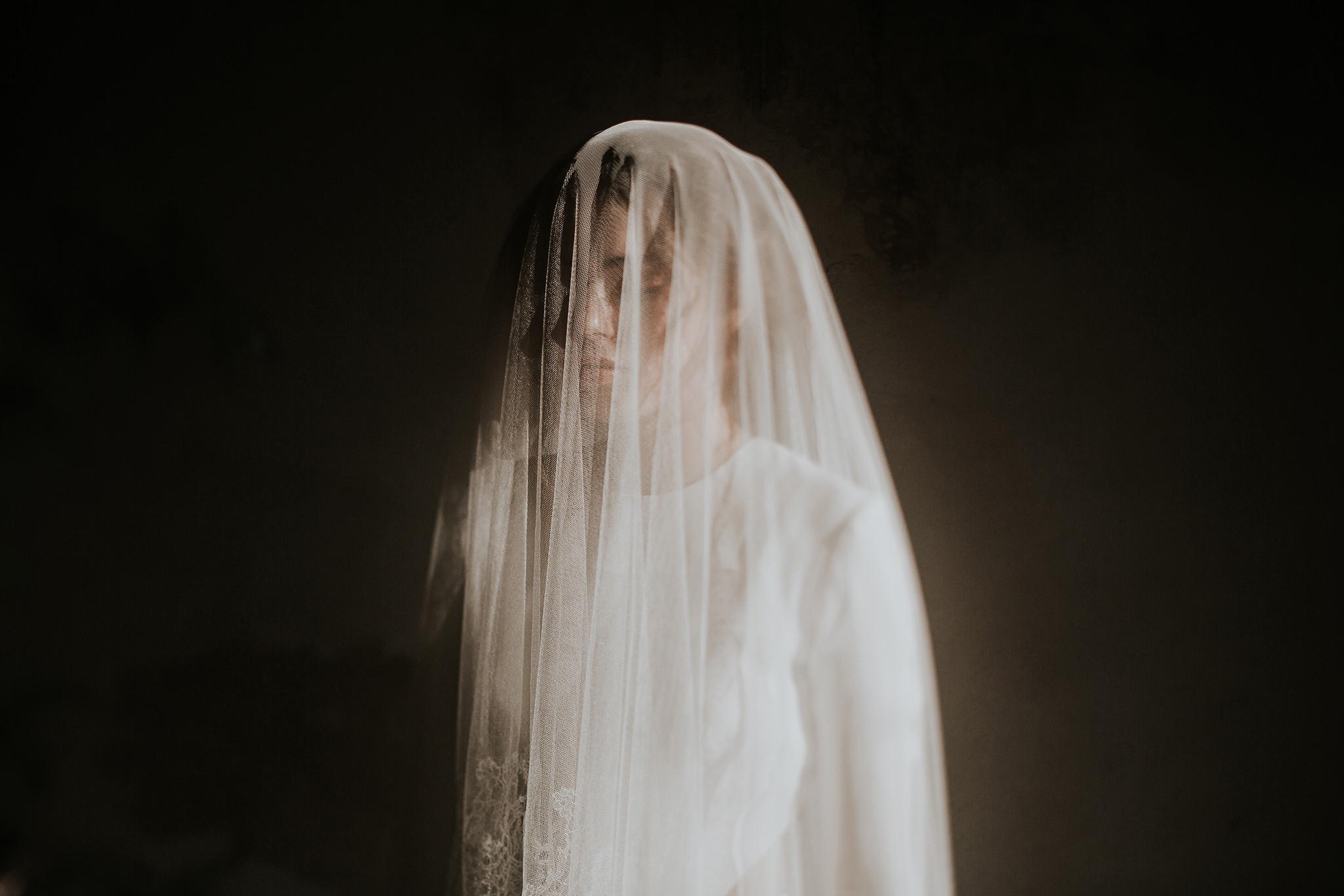 Pinewood Weddings - Photographe et vidéaste - La mariée aux pieds nus