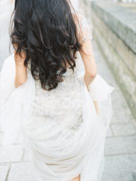 Un portrait d'une mariée parisienne - Path Workshop - Photos : D'Arcy Benincosa - La mariée aux pieds nus