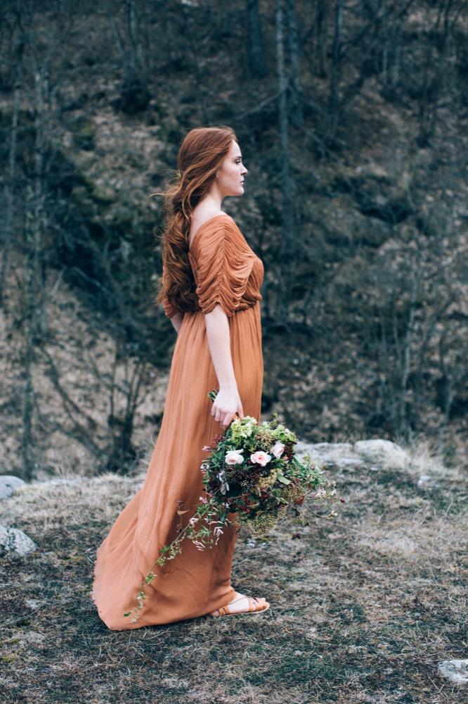 Une mariée rousse en montagne - Un shooting d'inspiration à découvrir sur le blog mariage www.lamarieeauxpiedsnus.com - Photos : Ingrid Lepan