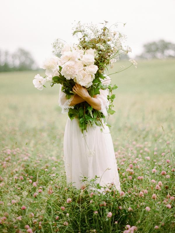 Ou trouver une robe de mariée vintage ? - La mariée aux pieds nus - Photo : Rebecca Yale Photography