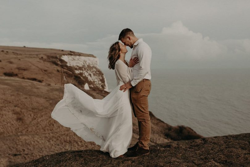 Un renouvellement de voeux sur la côte - Photos : Less is more by Lesly S Photography - Blog mariage : La mariée aux pieds nus