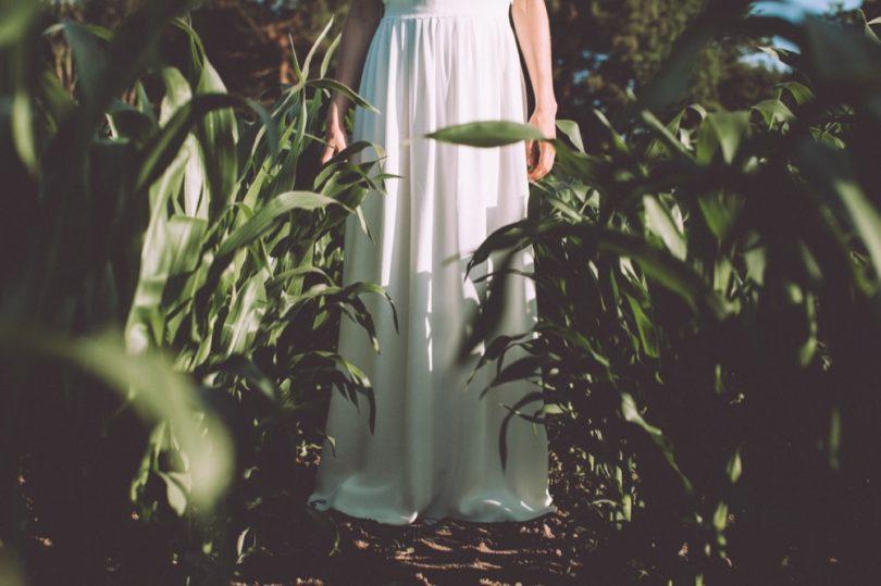 La mariée aux pieds nus - Photo : Laurence Revol - Robe de mariée Lorafolk - Collection 2016 - Modele Glenn