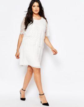 Robe de mariée courte et petit budget - A découvrir sur le blog mariage La mariée aux pieds nus