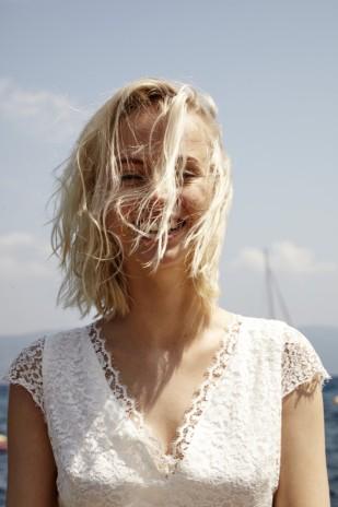 Robes de mariée Elise Hameau - Collection 2016 - La mariée aux pieds nus - Photo : Thierry Lebraly