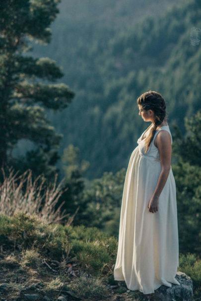 Robes de mariée maternité par Caroline Quesnel - A découvrir sur le blog mariage www.lamarieeauxpiedsnus.com - Photos : Alison Bounce