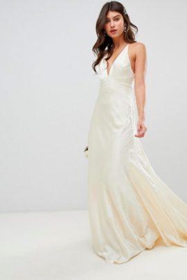 14 robes de mariée petit budget à moins de 500 euros - A découvrir sur le blog mariage La mariée aux pieds nus