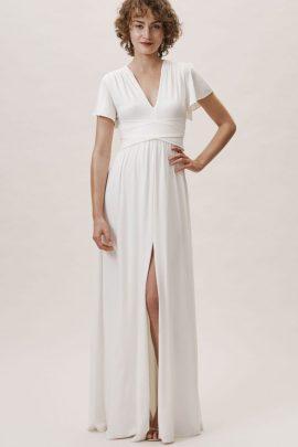 12 robes de mariée petit budget à moins de 500 euros - A découvrir sur le blog mariage La mariée aux pieds nus