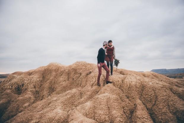 Une seance engagement dans le désert des Bardenas - A découvrir sur le blog mariage -www.lamarieeauxpiedsnus.com - Photo : HD Photography