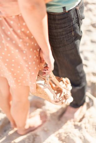 Reego Photographie - Une seance engagement a Cannes - La mariee aux pieds nus