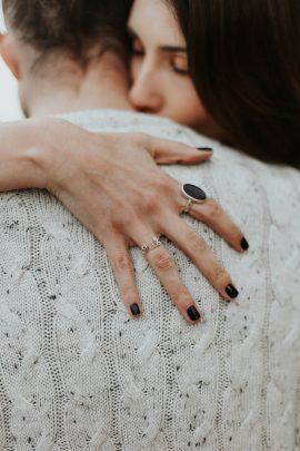 Une séance engagement à Nantes - A découvrir sur le blog mariage La mariée aux pieds nus - Photos : Flavie Nelly