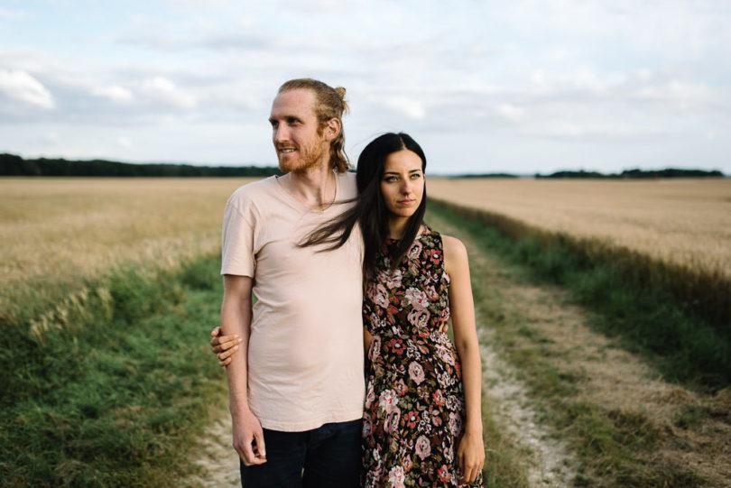 Une séance engagement à la campagne - A découvrir sur le blog mariage www.lamarieeauxpiedsnus.com - Photos : Willy Brousse