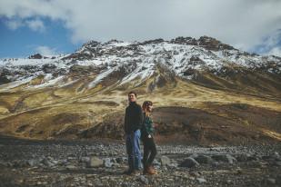 Une seance photo de couple en Islande à découvrir sur le blog mariage www.lamarieeauxpiedsnus.com - Photos : David Latour