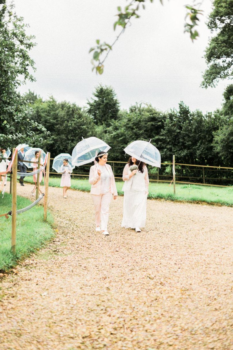 Sophie Delaveau - Un mariage champêtre en Normandie - La mariée aux pieds nus