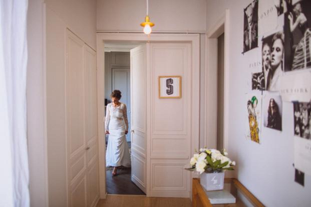 Ricardo Vieira - Un mariage industriel en kraft et noir en Normandie -  La mariee aux pieds nus