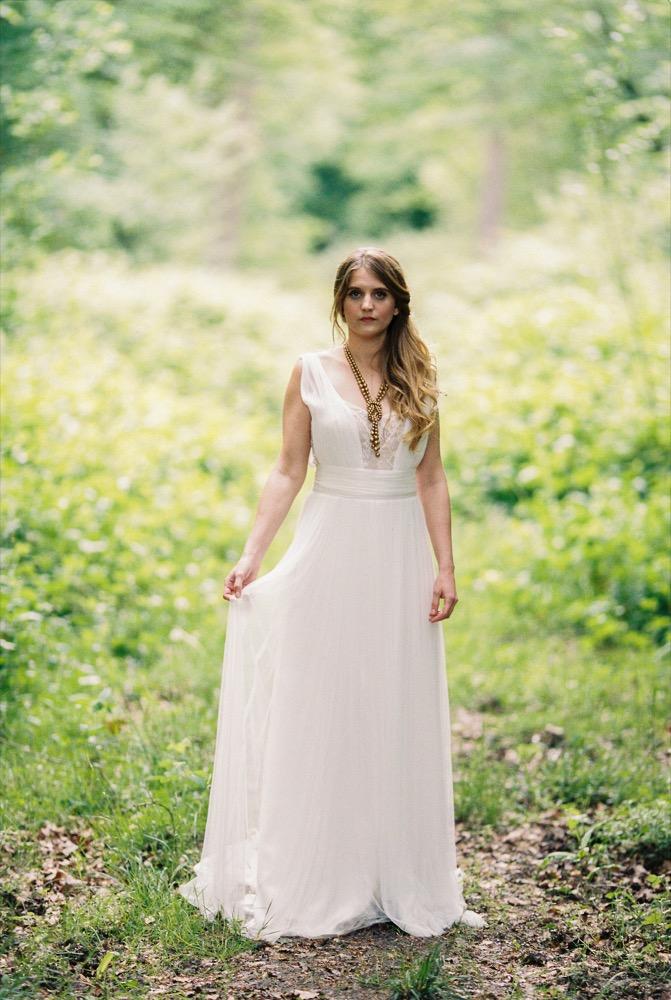 Blog mariage - La mariée aux pieds nus - Photo : L'artisan Photographe - Stéphanie Wolff - Robes de mariée - Collection 2016 - Robe Bird