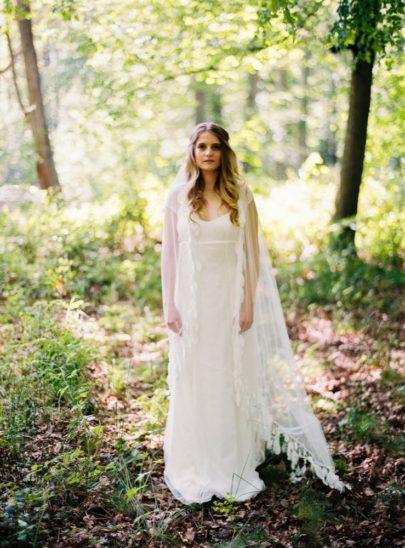 Blog mariage - La mariée aux pieds nus - Photo : L'artisan Photographe - Stéphanie Wolff - Robes de mariée - Robe Blue / Voile Feather