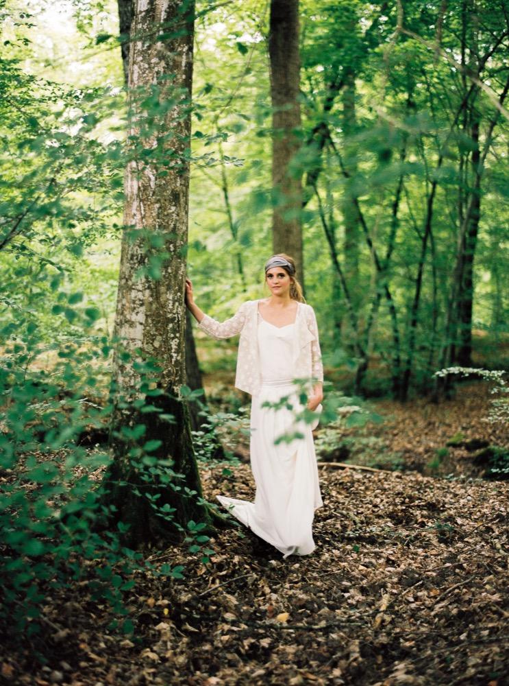 Blog mariage - La mariée aux pieds nus - Photo : L'artisan Photographe - Stéphanie Wolff - Robes de mariée - Robe Gretsch / Gilet Sun