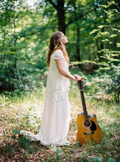 Blog mariage - La mariée aux pieds nus - Photo : L'artisan Photographe - Stéphanie Wolff - Robes de mariée - Collection 2016 - Top Apache / Jupe Morrisson