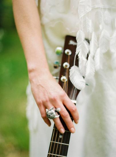 Blog mariage - La mariée aux pieds nus - Photo : L'artisan Photographe - Stéphanie Wolff - Robes de mariée - Top Apache / Jupe Morrisson