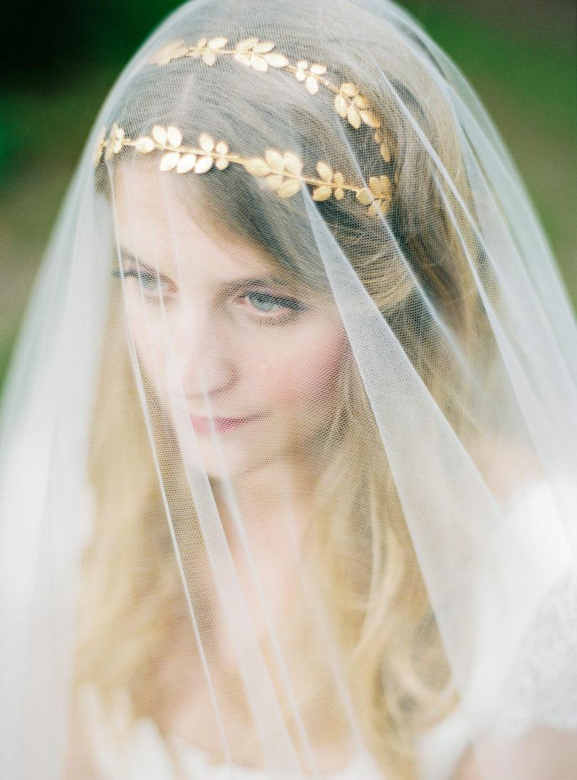Blog mariage - La mariée aux pieds nus - Photo : L'artisan Photographe - Stéphanie Wolff - Robes de mariée - Voile Valenciennes