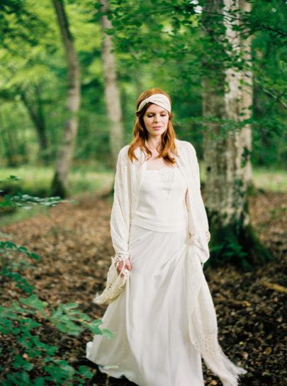 Blog mariage - La mariée aux pieds nus - Photo : L'artisan Photographe - Stéphanie Wolff - Robes de mariée - Robe Vox / Chale annees 20