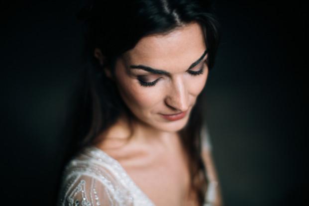 Ingrid Lepan - Un mariage en gris blanc et cuivre - Moulin de la Recense - Big Day - La mariee aux pieds nus